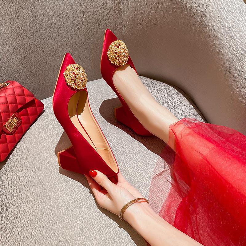 年新款红秀禾中式敬酒服婚鞋平时可穿粗跟高跟鞋女2020婚鞋新娘鞋