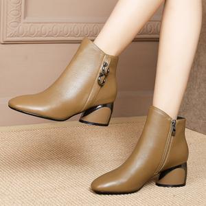 短靴女士粗跟靴子2019秋冬季新款方头卡其色舒适中跟女鞋真皮鞋子