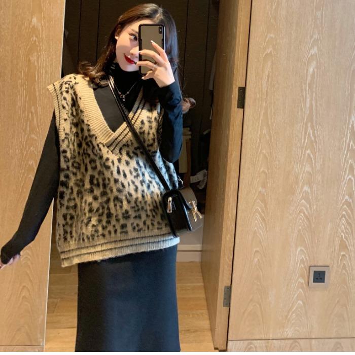 秋冬新款韩版V领豹纹针织马甲打底衫休闲半身裙时尚两件套装女潮
