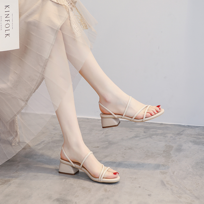 2020年夏季新款百搭时尚时装网红仙女风配裙子中跟粗跟罗马凉鞋女图片