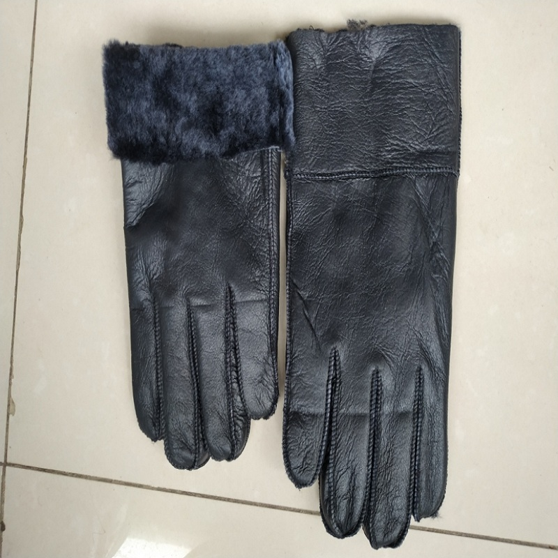 Genuine leather and fur gloves (mens and womens) can be a large number of concessions