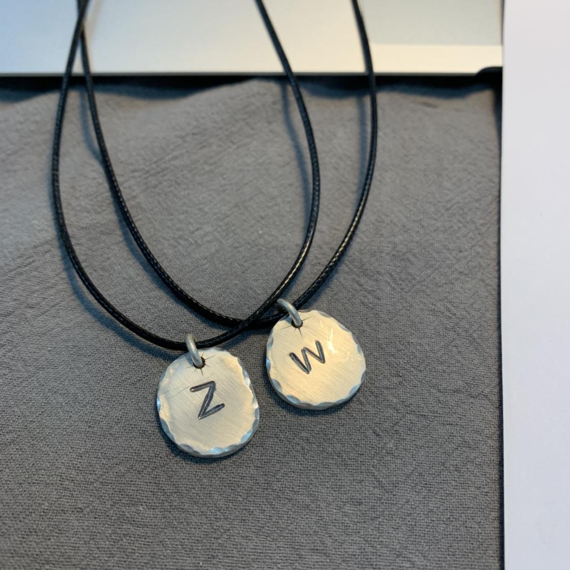 纯银手工定制复古文艺清新字母银牌吊坠挂件项链挂饰不土
