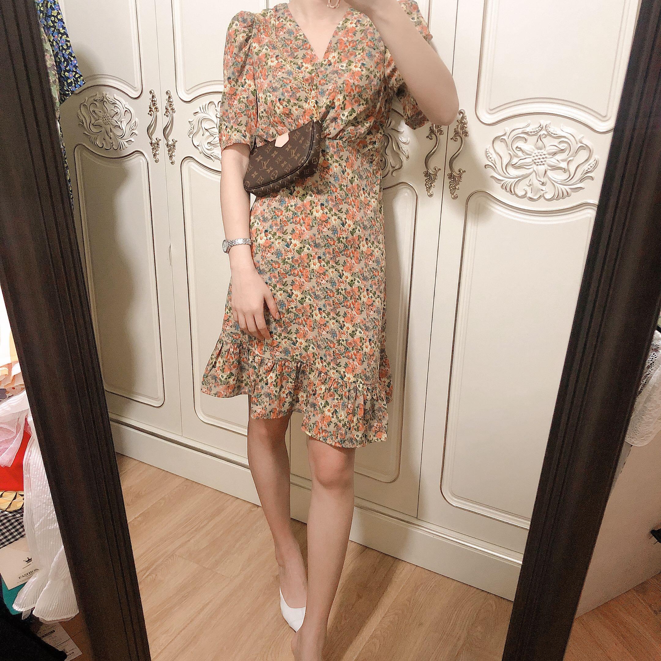 2020夏季新款 法式复古碎花 V领 油画风格 精品连衣裙 轻熟女