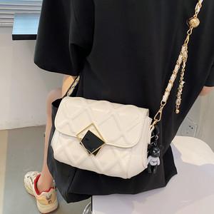 小众包包女夏季2021新款潮时尚菱格女包百搭爆款小金球链条斜挎包