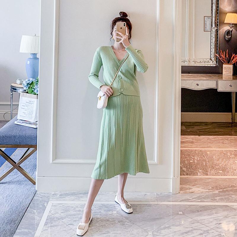 满148.00元可用30元优惠券Lisa潮妈孕妇装秋装新款2019韩版V领针织开衫背心连衣裙时尚套装