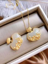 精致款纯银鎏金连年有余磨砂银工艺质感镶嵌天然和田玉小锁吊坠
