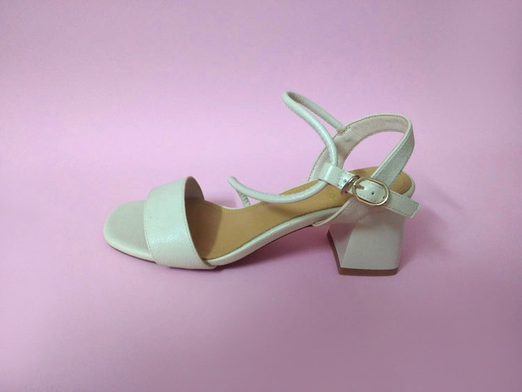 Sandals womens solid color white new summer middle heel thick heel with skirt and Roman strap fashion high heels