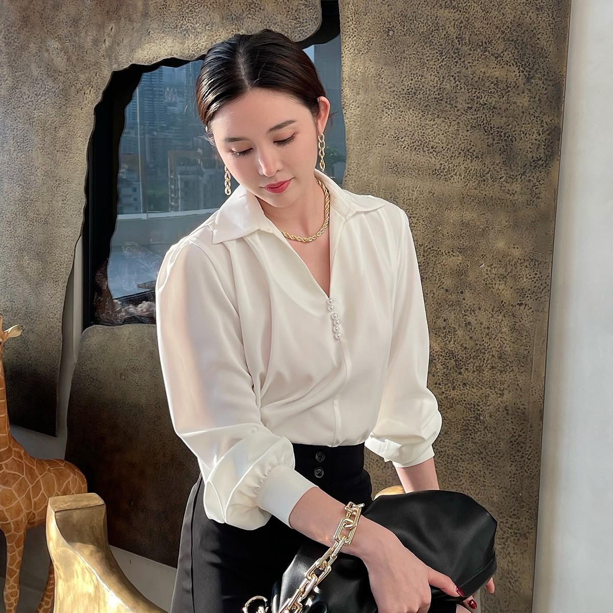纵容夏季V领白色长袖衬衫女法式复古简约百搭翻领衬衣外穿新款