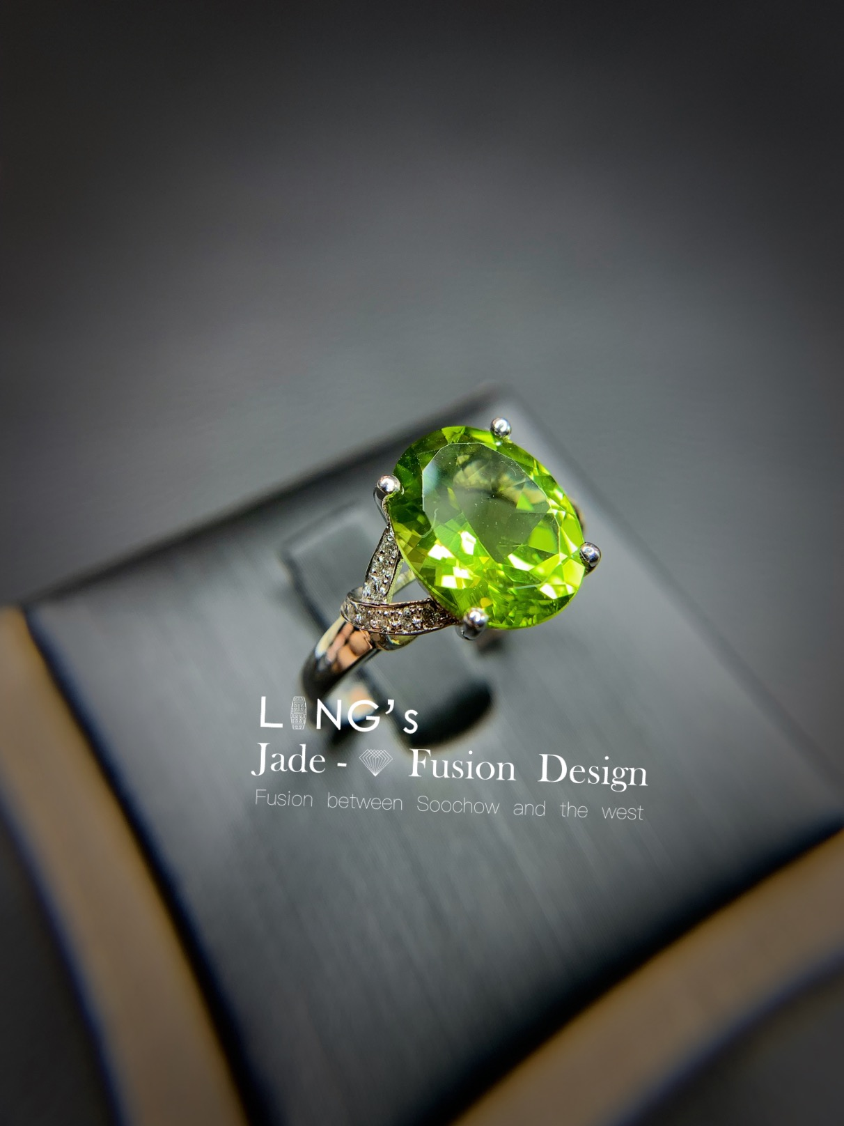 *Jixiang jade Yifang * 18K White Gold Diamond olivine x ring arm modern ring