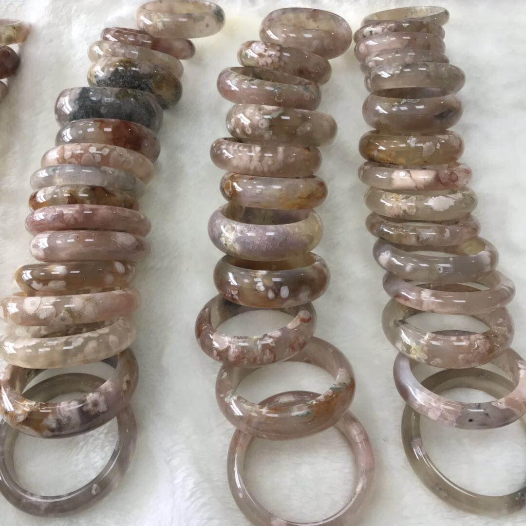 天然玛瑙玉髓手镯 樱花玛瑙手镯特漏价图片