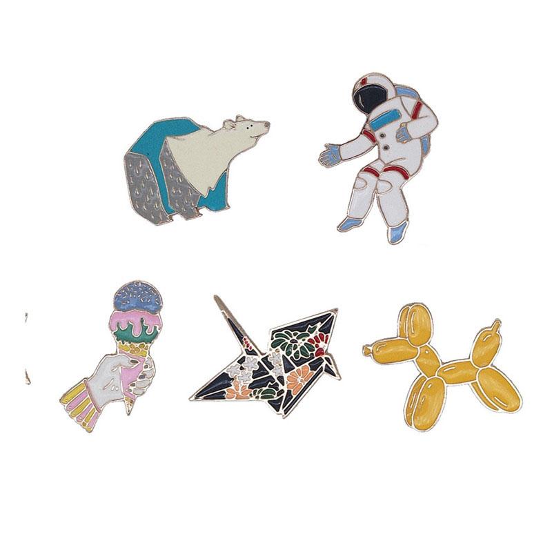 新款琺琅千紙鶴太空人冰激凌北極熊氣球狗狗創意百搭滴油胸針領針