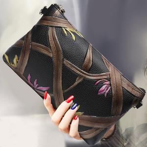 手包女2019新款真皮手拿包韩版时尚单肩斜跨小包气质信封斜跨女包