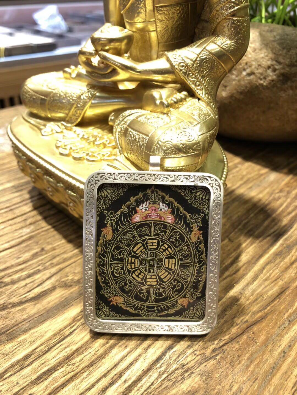 西藏热贡手绘唐卡九宫八卦黑金微型随身小唐卡纯银嘎乌盒项链吊坠