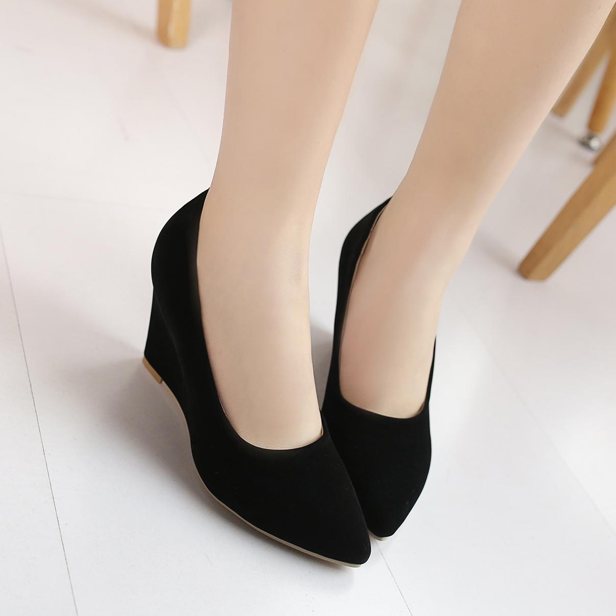 大码女鞋2019春秋新款高跟鞋百搭磨砂尖头坡跟单鞋女黑色工作鞋子