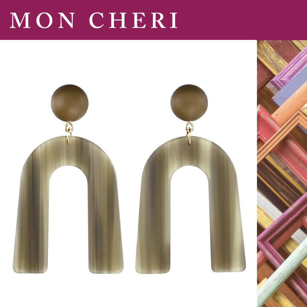 [mon Cheri] SS-A small number of designers European and American creative personality U-shaped acrylic Earrings ins style
