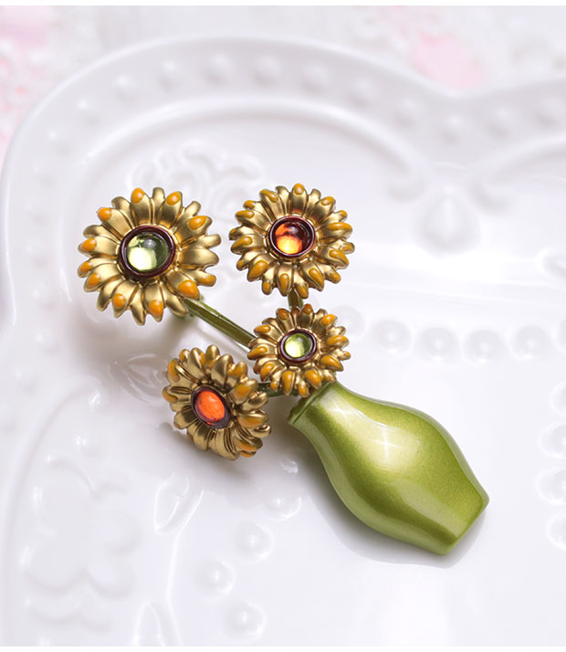 Antique Vintage imported from the West with jewelry and jewelry Van Goghs famous sunflower Brooch