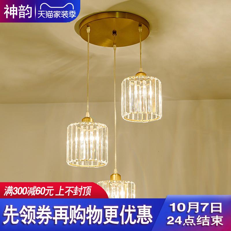 後近代的で簡単で贅沢なレストランは客間の寝室の北欧の創意的な個性の大食堂の水晶の照明器具をつるします。