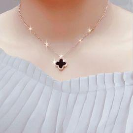 新款日韩简约玫瑰金色四叶草项链锁骨细学生幸运草吊坠钛钢女饰品