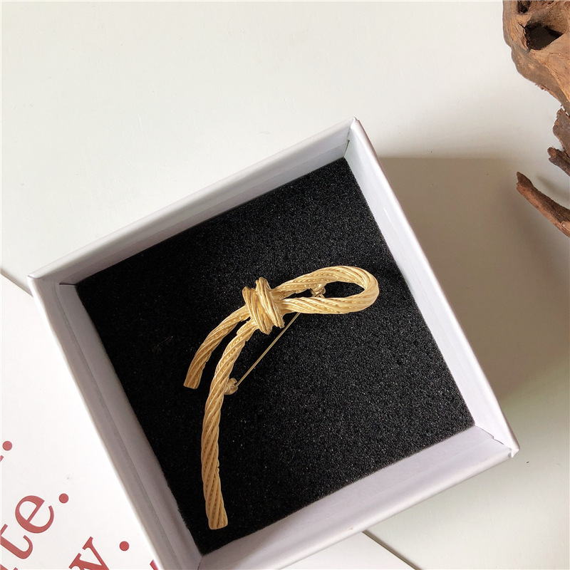 European and American style Retro Vintage Vintage bow geometric leaves palace Gold Brooch Pin female fashion