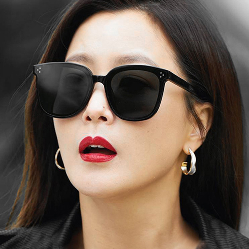 New bird 2019 new meter nail Sunglasses Women square mesh Red Sunglasses face big fashion sunglasses with star style