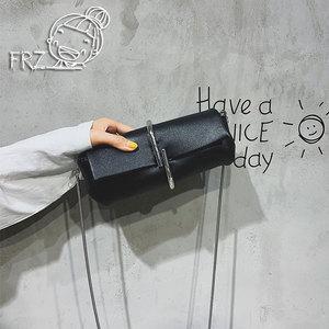 创意回形针女包迷你小包包潮个性斜挎包蛇骨链条手拿包夹子小黑包