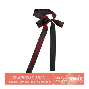 双成记红黑玫瑰纪念印花缎面细丝巾
