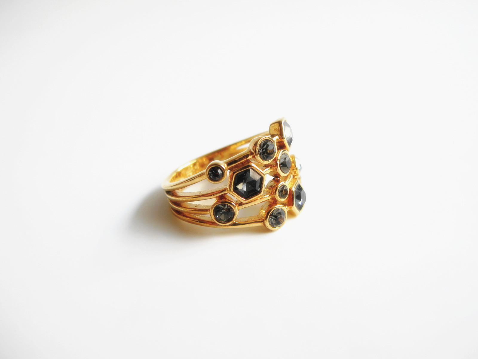 European and American light luxury style inlaid with black gem gold ring index finger ring