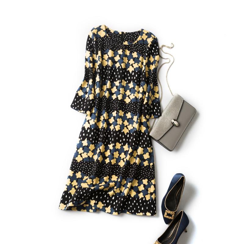 千呼万唤始出来 每年热卖~ 黄色小花罗马布连衣裙