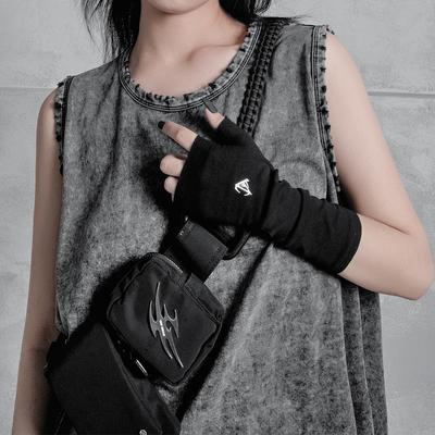小雨家暗黑风机能风露指手套自制字母印花不对称设计感蹦迪手套