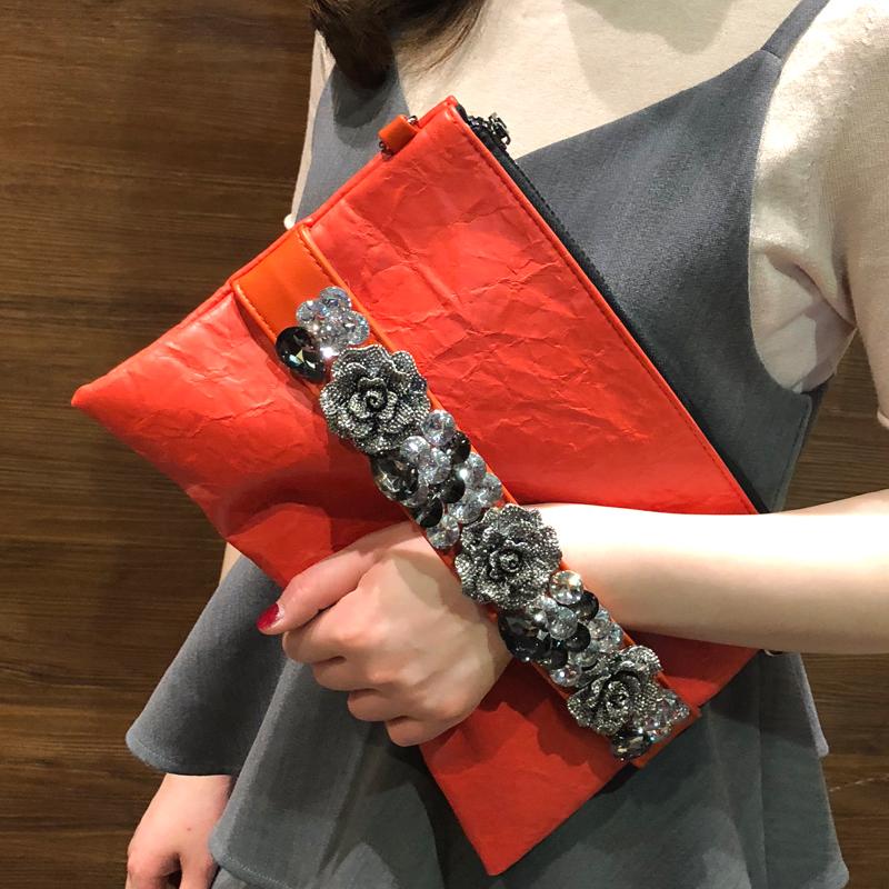 女包2019新款韓版鑲鉆手拿包復古大容量信封包時尚軟皮帶鉆名媛包