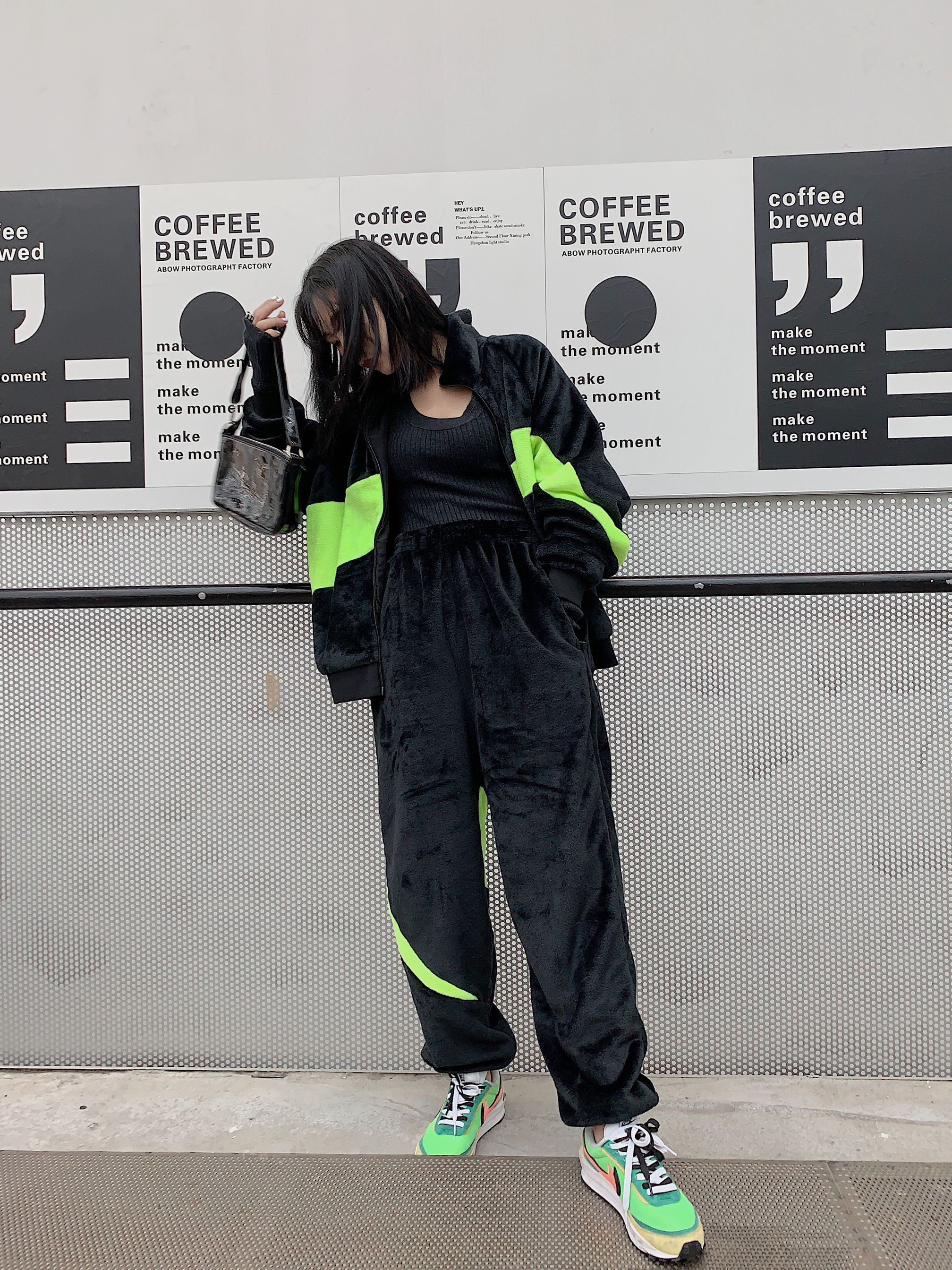 2019早秋运动风领先一分绒面电光绿双面穿运动懒人套装女