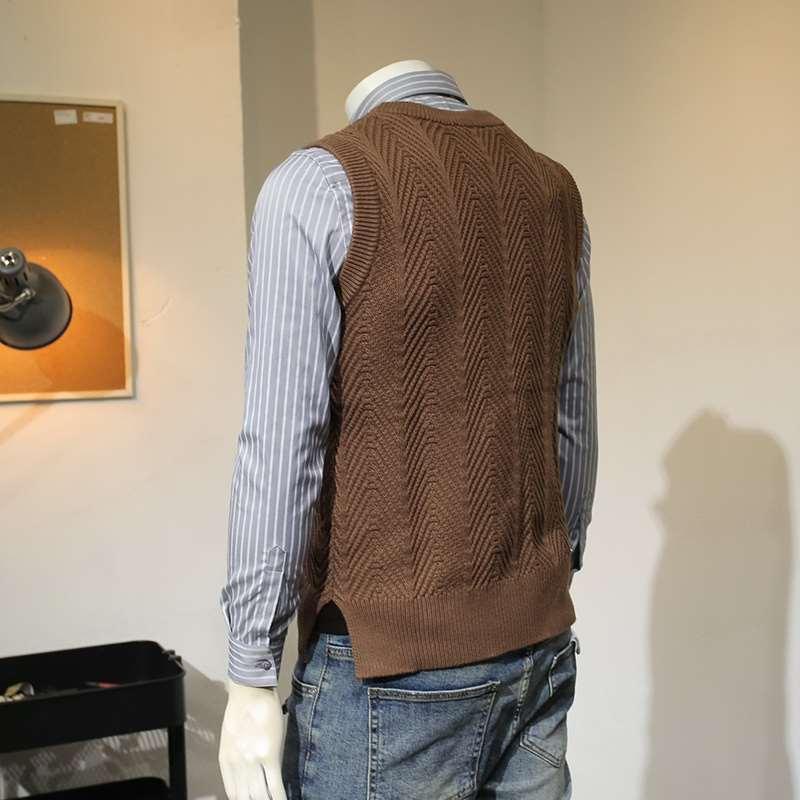 Spring and autumn mens pattern twist knitted vest mens T-shirt waistcoat sleeveless sweater mens slim fitting sweater bottom coat
