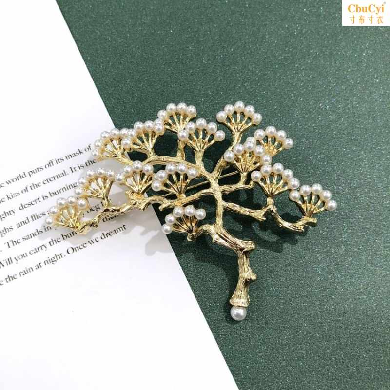 Temperament Pin Brooch accessory antique Baroque Western Brooch Gold Pearl Crown Royal gem