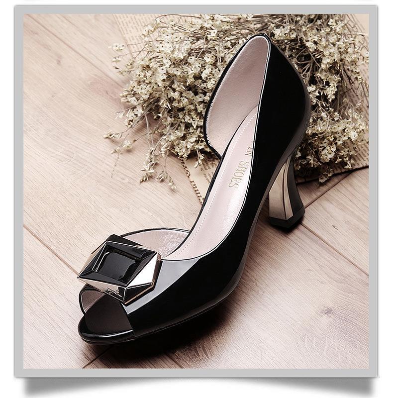 凉鞋女2019夏新款韩版鱼嘴女鞋浅口百搭方扣粗跟高跟鞋女厂家直销