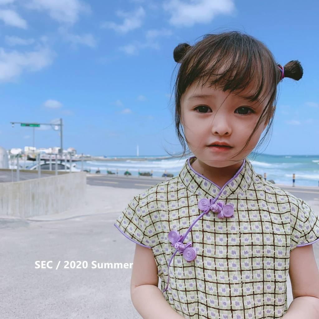 ブランドの子供服の女の子の花格のチャイナドレスの2020夏の新型の子供の赤ちゃんの中国の風の格子のぶつかる色のワンピース
