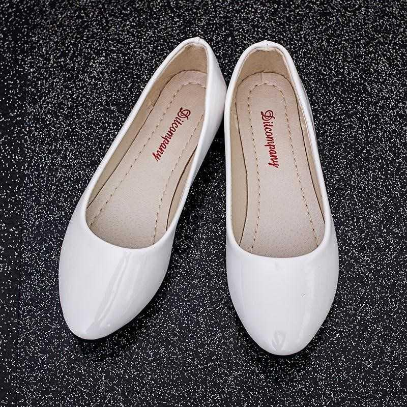 Life shallow mouth student round head leather shoes flat new comfortable shoes single mouth boat flat sole single shoes boat shoes lady spring and Autumn