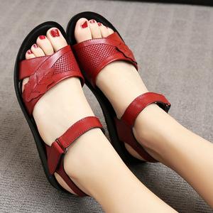 真皮妈妈凉鞋夏平底女红色中年妇女40岁防滑老年皮鞋软底孕妇凉鞋