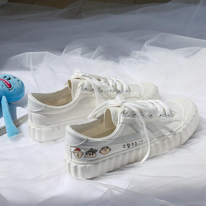 简单爆改蜡笔小新联名帆布鞋2020春季爆款学生小白鞋手绘涂鸦板鞋