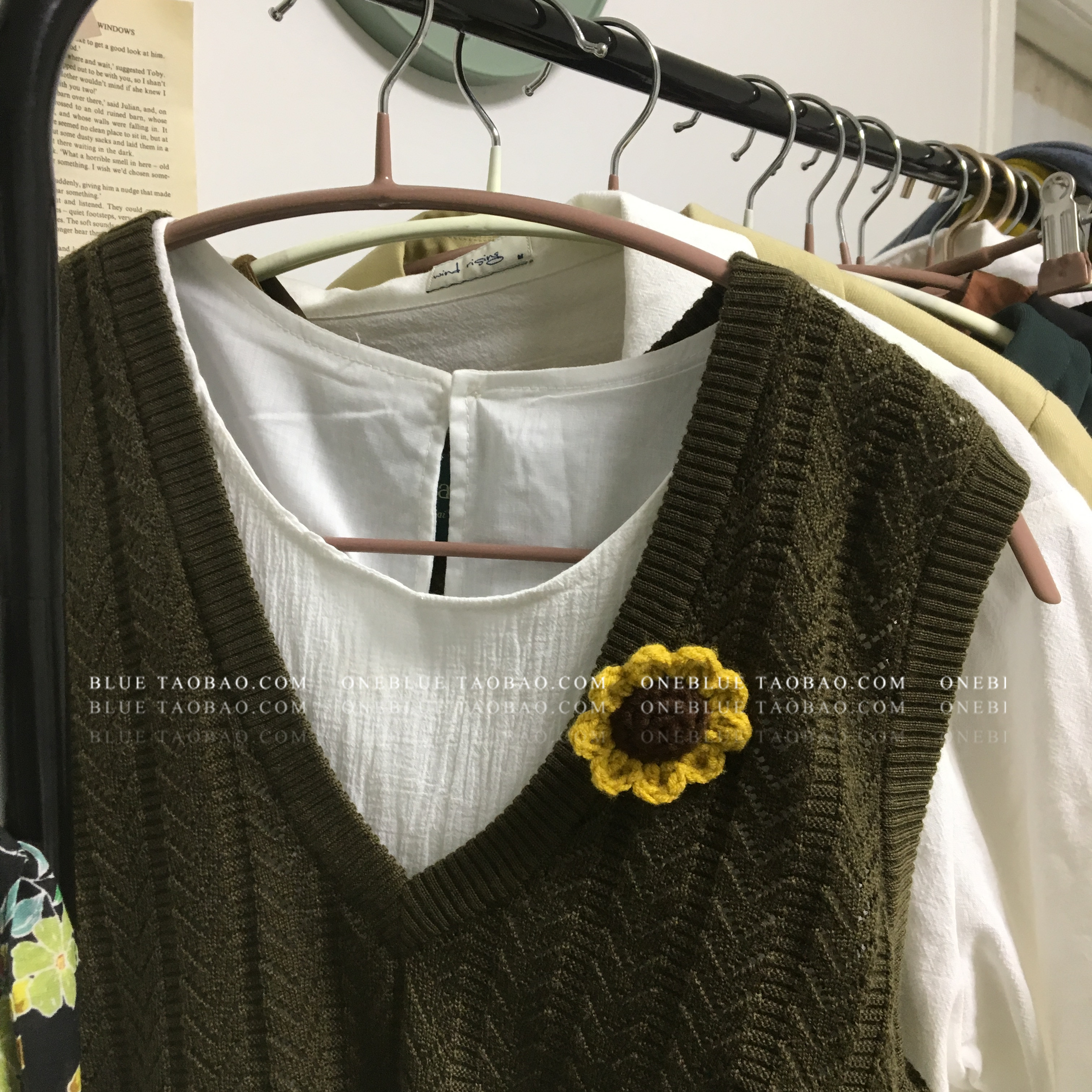 A lovely sunflower Brooch [oneblue] knitted with pure hand knitting wool