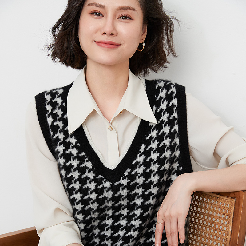 Autumn and winter 2021 new 100 pure woolen sweater sleeveless cantilevered thousand bird check V-Neck Sweater Vest vest