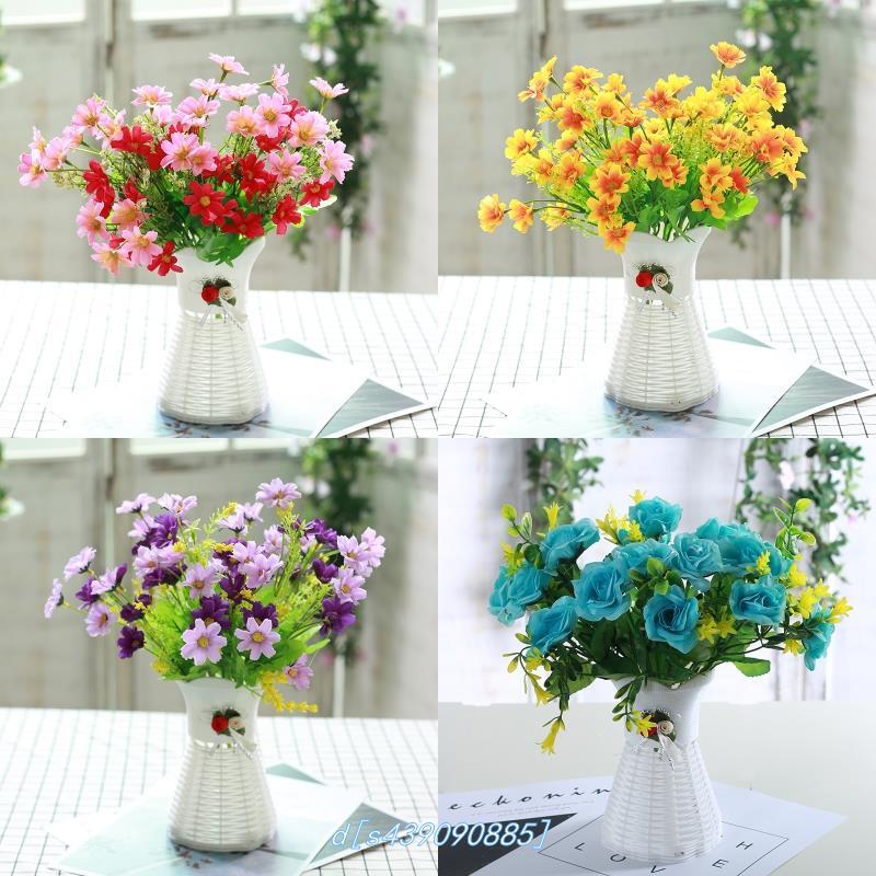 布の花は花の客間を飾ります。白いバラ茶が何台もあります。