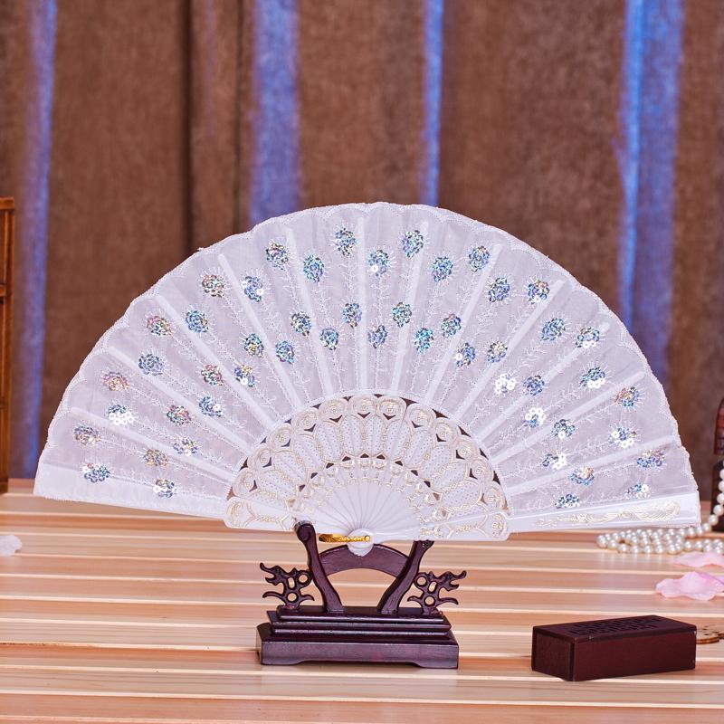 スパンコールの布芸女史の扇子の踊りの扇子のスイカの萌妃は同じ種類のハスの葉の旧式の折りたたみの扇子に運転します。