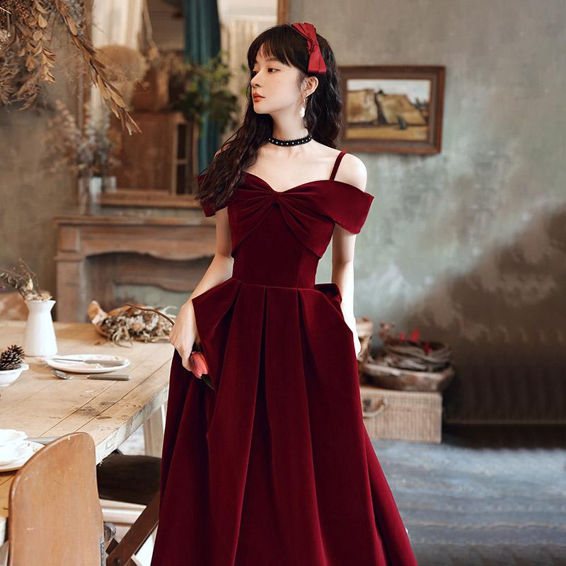 酒红色敬酒服2021夏季新款新娘气质吊带丝绒订婚连衣裙女结婚礼服