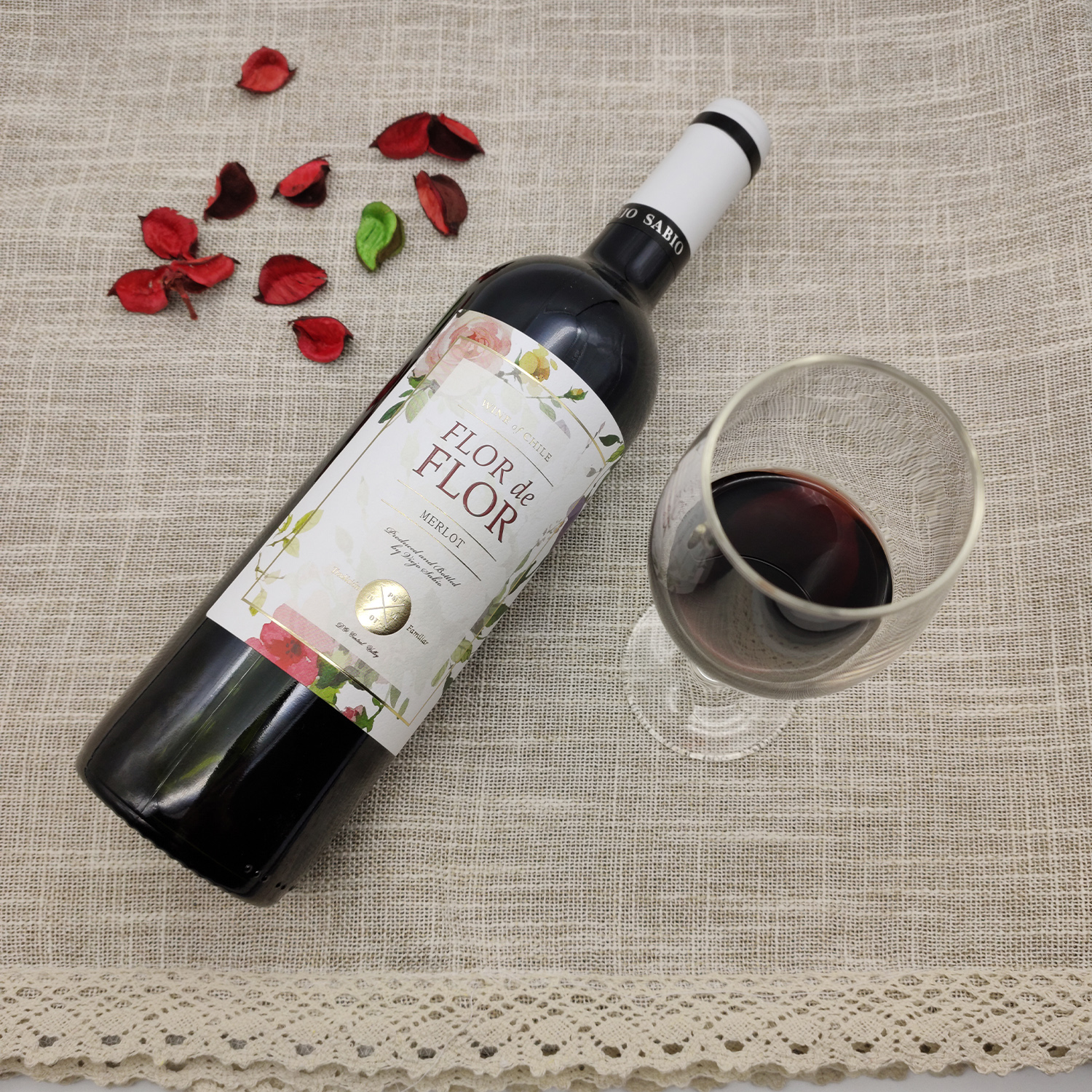 Chiles original bottle of imported central valley red wine, romantic Huashen, semi sweet Merlot, slightly tipsy, good night