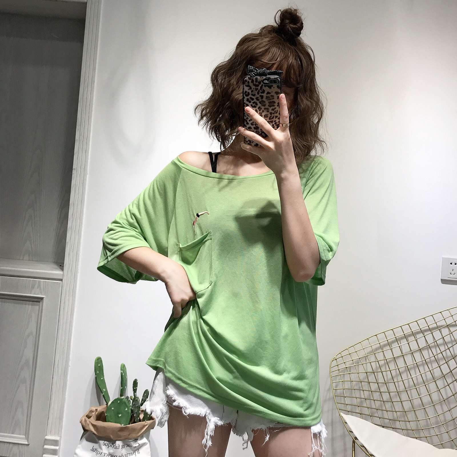 Avocado Green large round neck T-shirt womens Korean embroidery cartoon pattern off shoulder T-shirt half sleeve thin summer