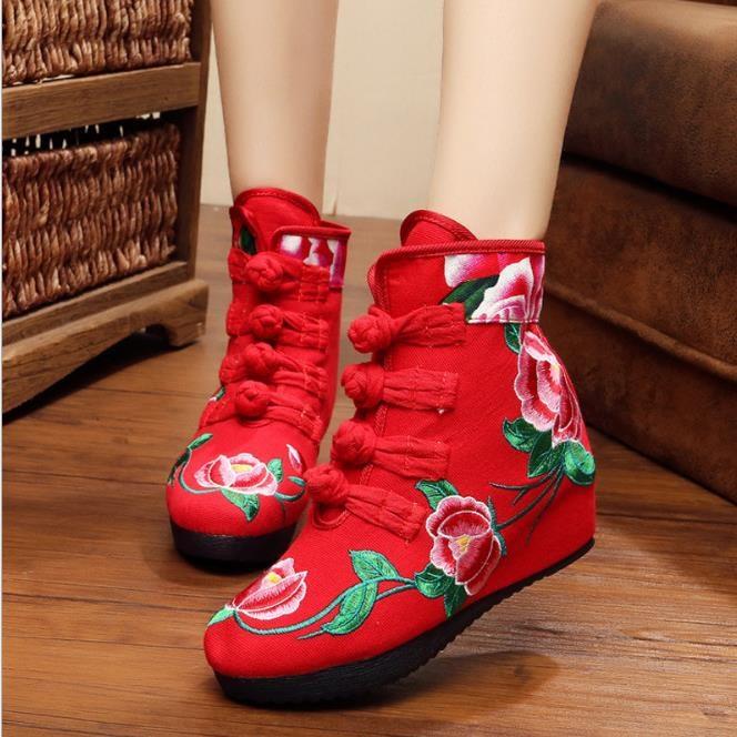 底に綿を入れて保温します。老北京布靴古風刺繍靴子供の中国式復古民族風刺繍靴の坂と厚いです。