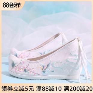 搭配汉服的鞋子女古风元素内增高淡雅翘头坡跟古装布鞋高跟绣花鞋图片