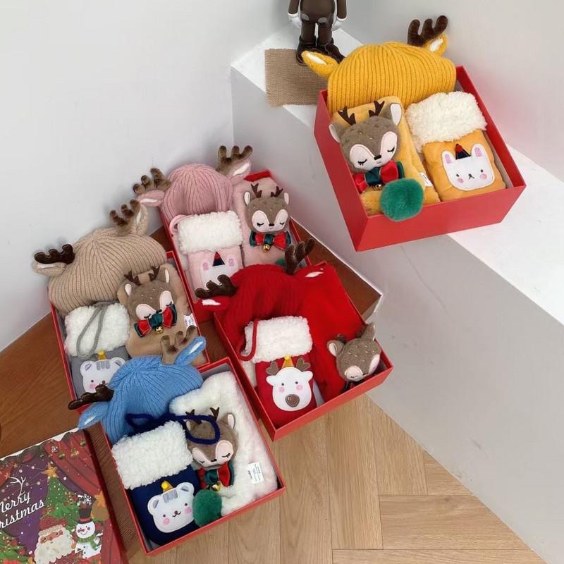 新款 2020儿童女童帽子围巾圣诞袜子礼盒套装圣诞礼品通用型。