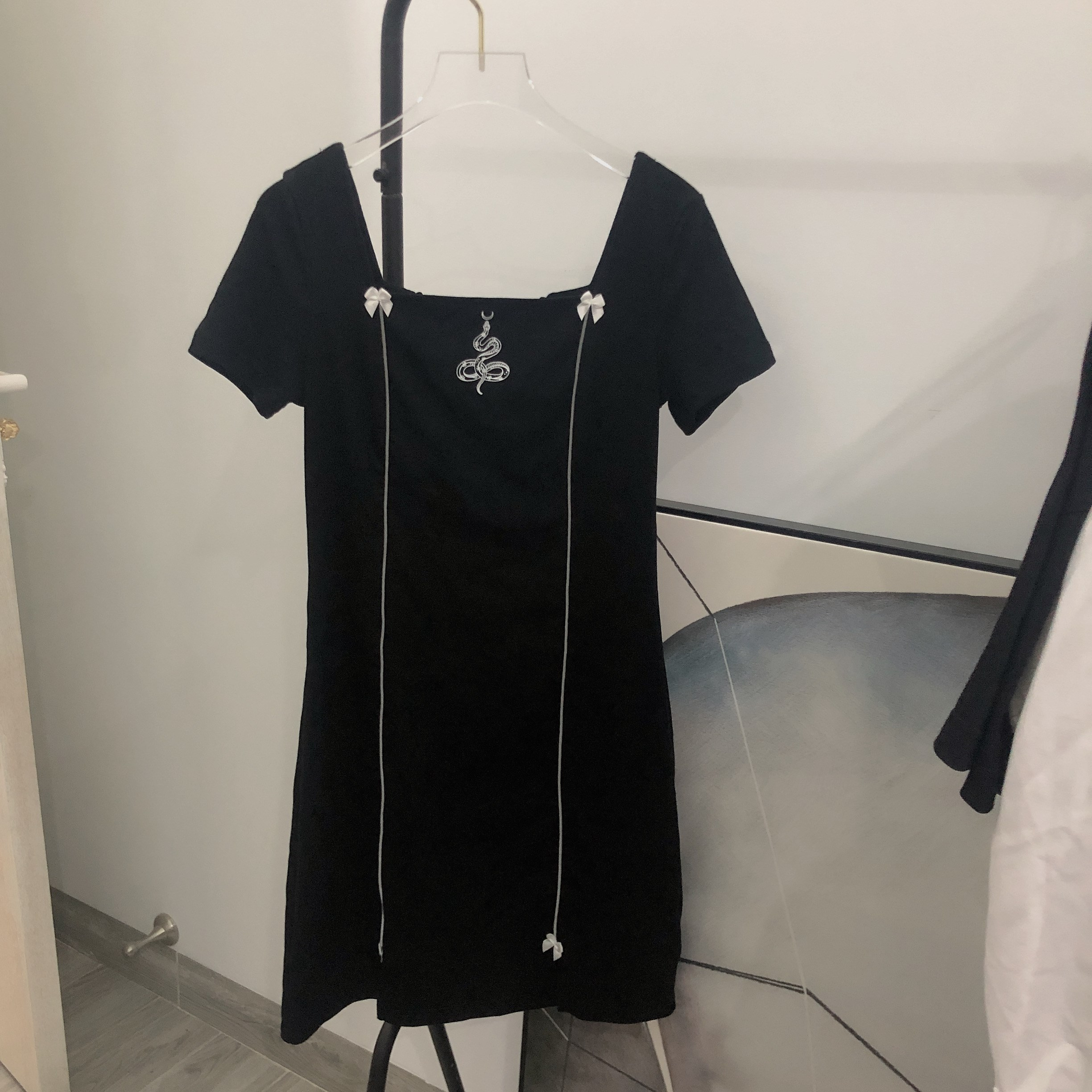 Spring 2020 new Korean version of slim and elegant black square collar lace up short sleeve skirt dress for women