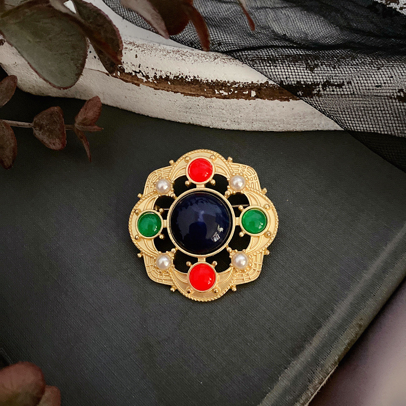 Foreign trade new palace style jewelry mens and womens Retro hollow Pearl Brooch Gold Plated gem Brooch Pin